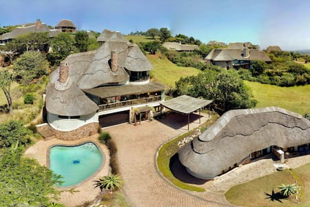 ★ Beautiful Views - Secure Private SAFARI Home ★