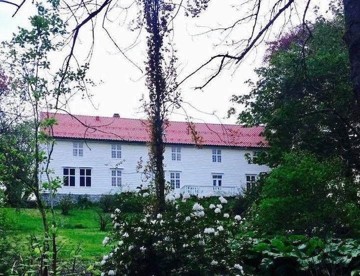 Skrivergaarden: Vestlandets best bevarte Herregård