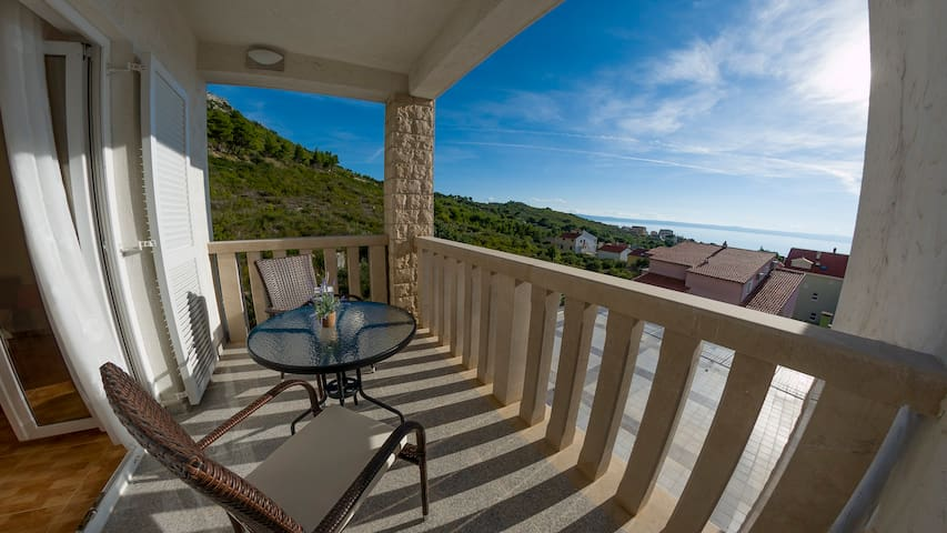 White Stone Villa Relaxed rooms with perfect view - Promajna