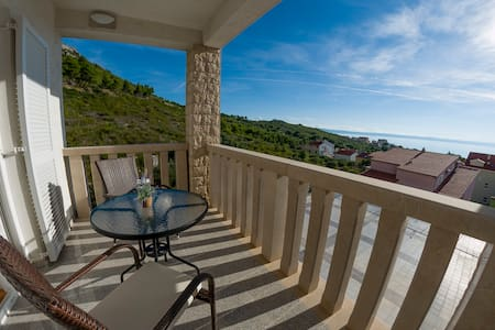 White Stone Villa Relaxed rooms with perfect view - Promajna - Bed & Breakfast