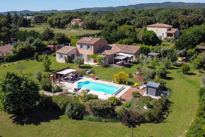 Beautiful villa in Provence for 4 to 6 people