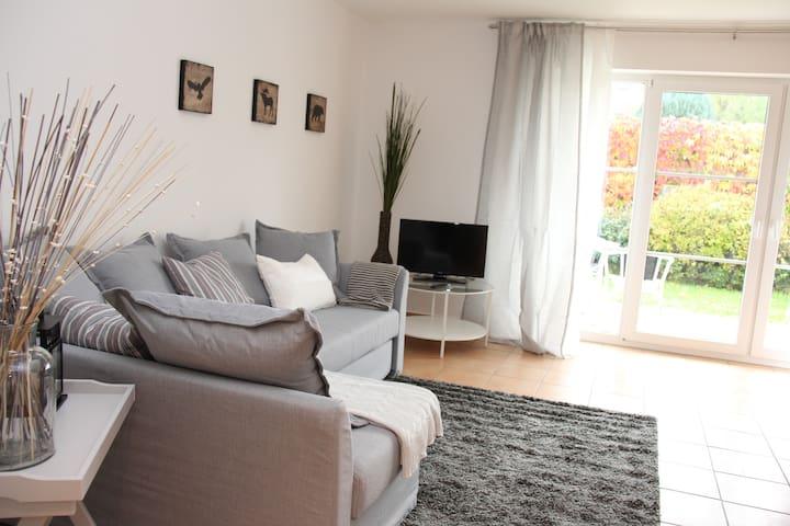 2 Raum mit sonniger Terrasse