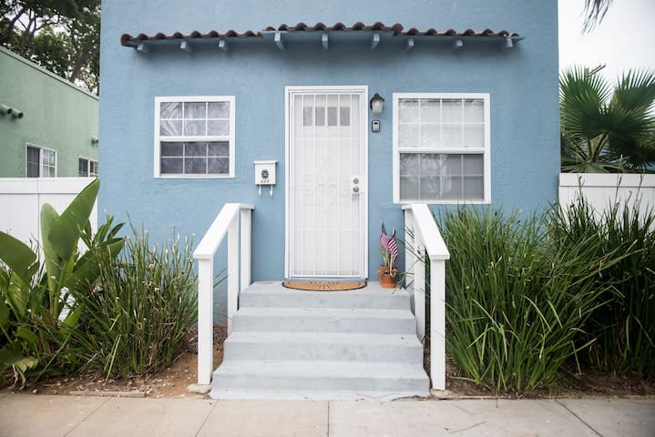 Fully Remodeled 1br/1ba cozy Beach Cottage - Oceanside - House