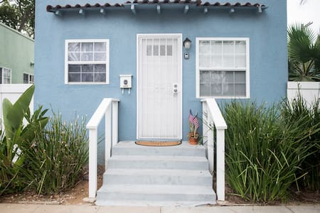 Fully Remodeled 1br/1ba cozy Beach Cottage - Oceanside