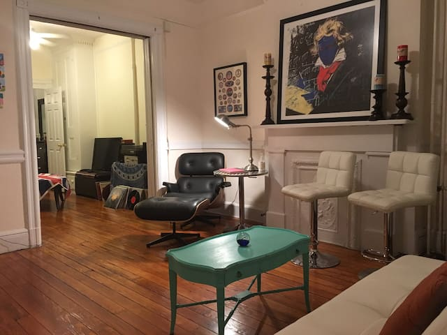 A Hoboken Shangri-la; huge private 1BR near it all - Hoboken - Appartement