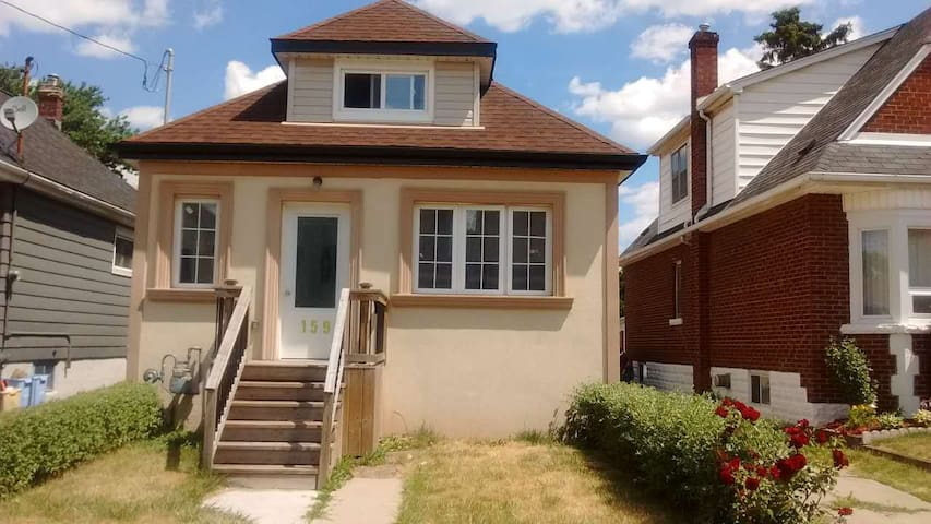 Bedroom near lakeside - Hamilton - Talo