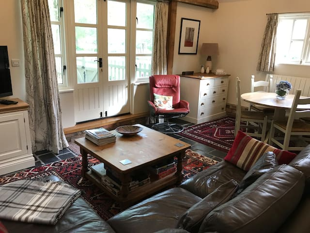 Converted barn near Cambridge with breakfast items