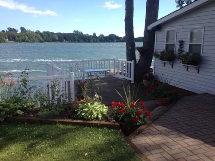 Waterfront Cottage, Cherry Beach, Picton, PEC