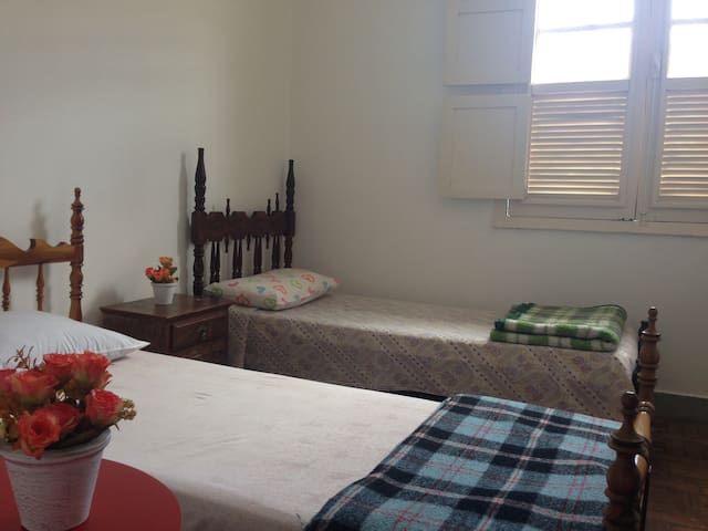 Individual Bed w. Shared Bathroom - Tiradentes