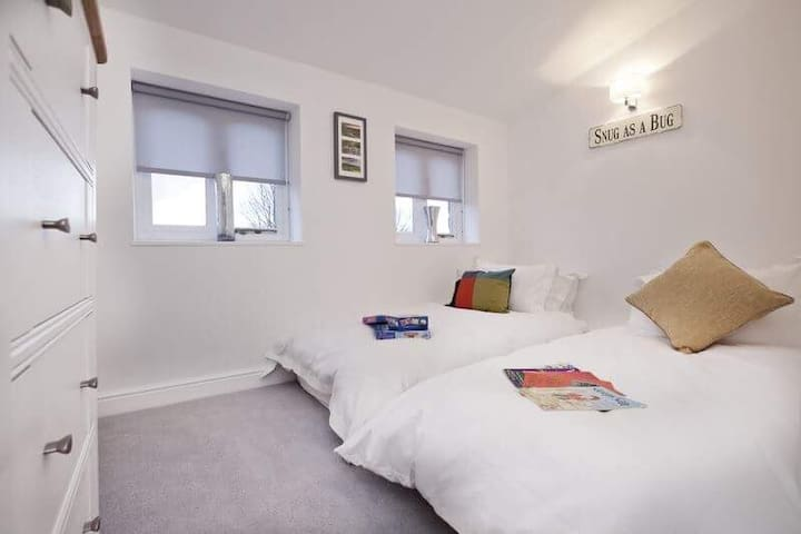 Twin Room - Light and Airy