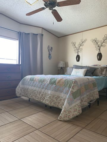 *COMFY MASTER BEDROOM NEAR LAUGHLIN & LAKE & FUN!!