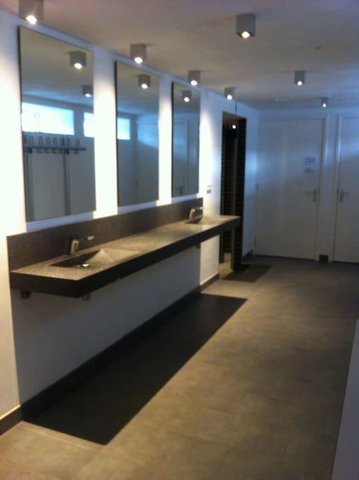 Kerkstraat 95 nijmegen kamer hostel in nijmegen - Doucheruimte m ...