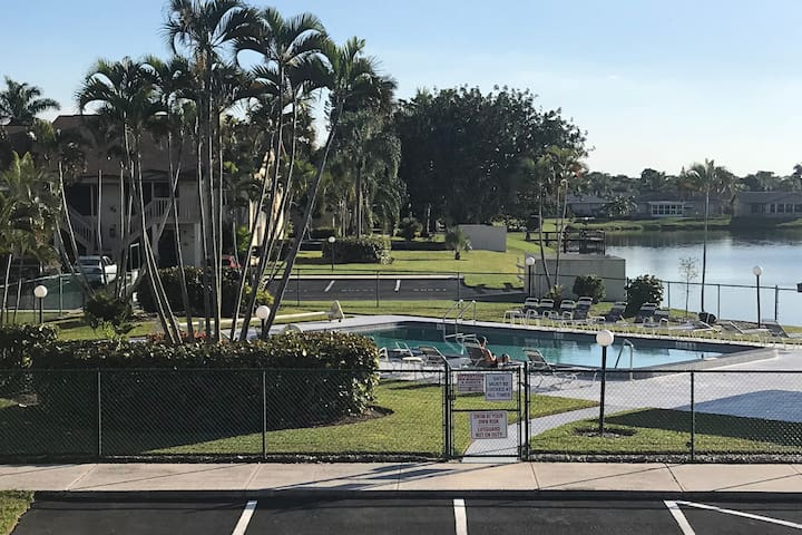 South Fort Myers Entire  condo 1/1 with nice View!