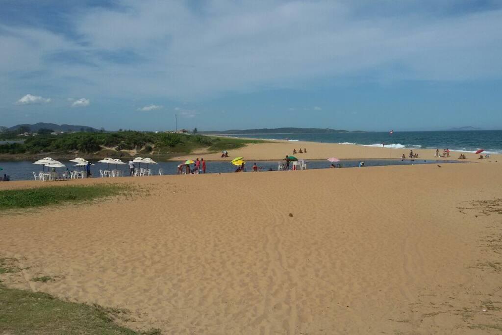 Praia de um lado e a lagoa do Iriri (antica lagoa da coca cola) do outro
