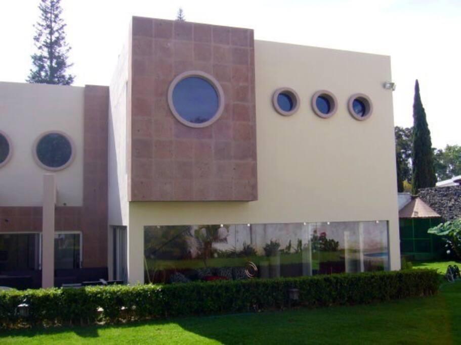 Casa de Las Aves, Cuernavaca, Mexico.