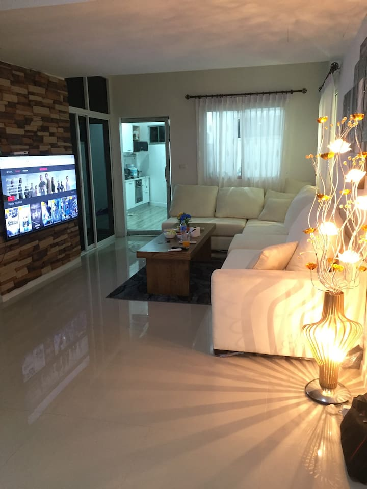 Livingroom with big flatscreen smart-TV