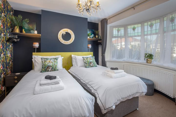 Twin beds can be linked to make a superking bed upon request