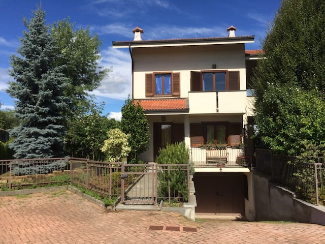 Warm home in quaint Italian town - Rivarolo Canavese - House