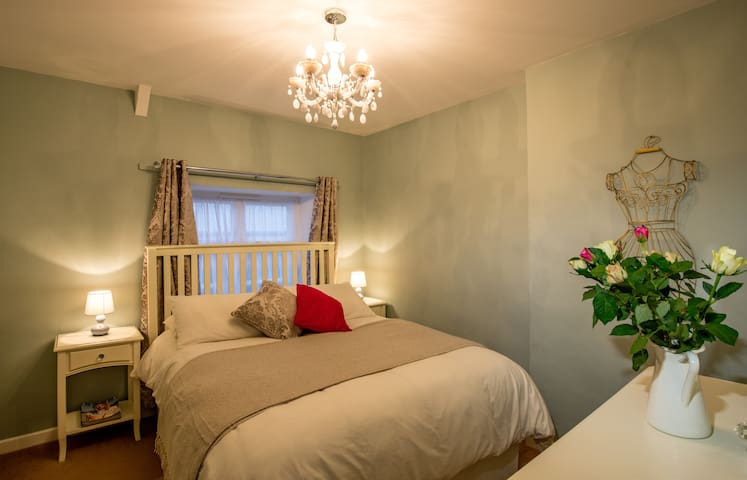 Mint Leaf Cottage, Bruton (FREE Parking/FREE WiFi) - Bruton