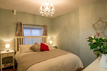 MINT LEAF COTTAGE, Bruton (FREE Parking & WiFi) - Bruton - Casa