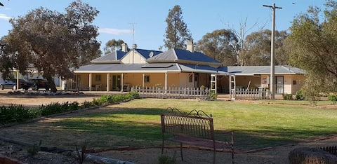 Berrigan Retreat Lodge - self contained unit