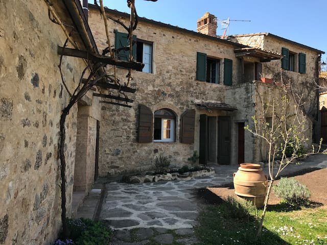 Historical with stunning views,real tuscan life - Murlo - House