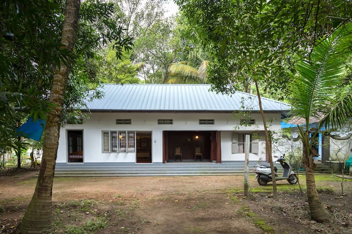 Riverside Country Home - Kottuvally - Hus