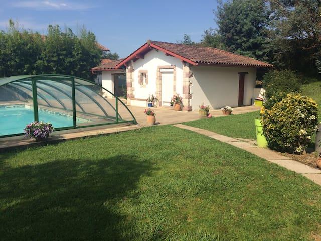 Maisonnette indépendante avec piscine