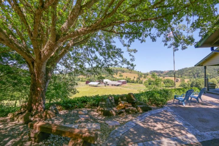 Tranquility on a large acreage in wine country.