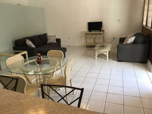 Newly Renovated 3 BR Townhouse sleeps 9