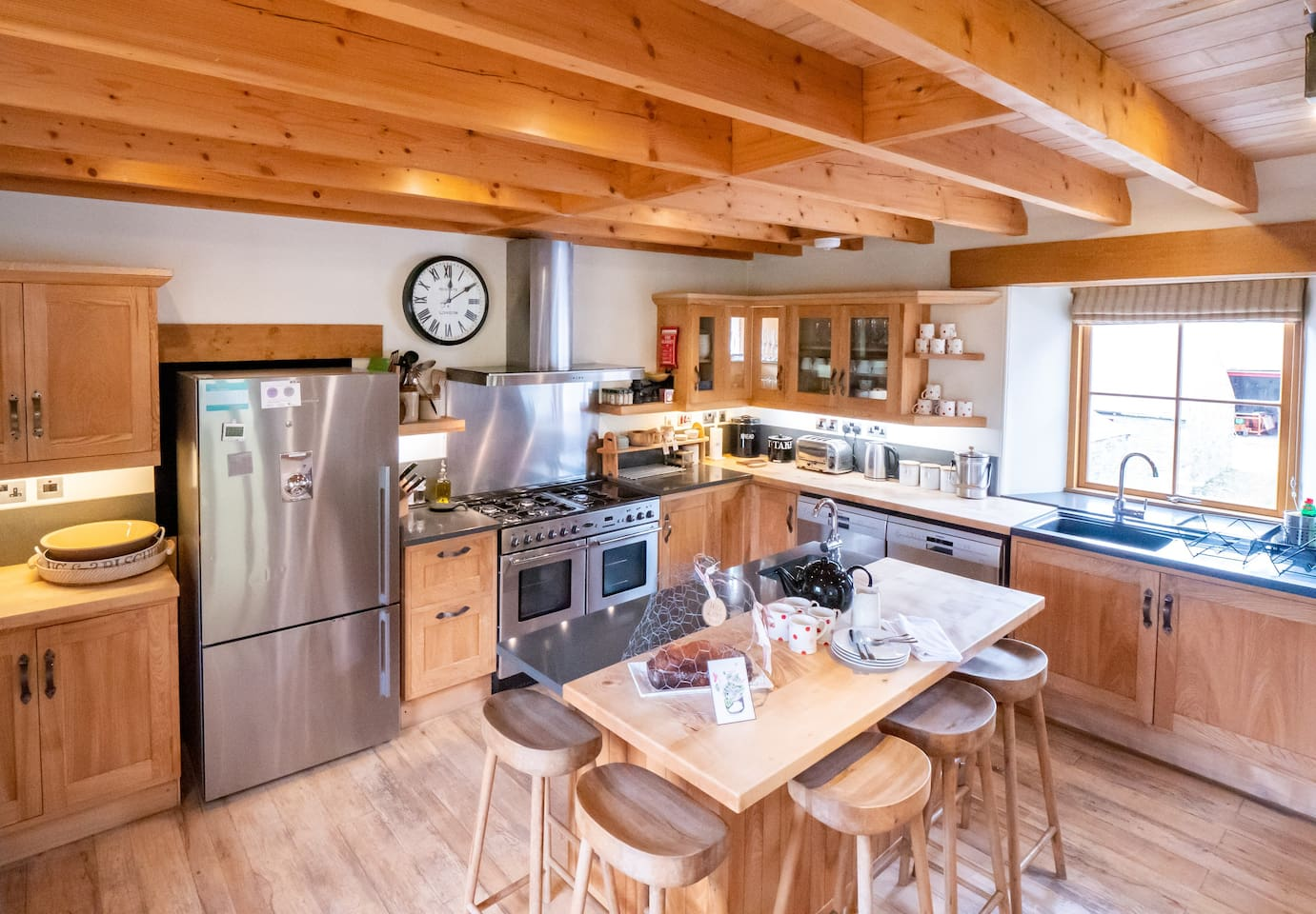 Enjoy cooking your favourite dish in the spacious kitchen while chatting with family and friends.