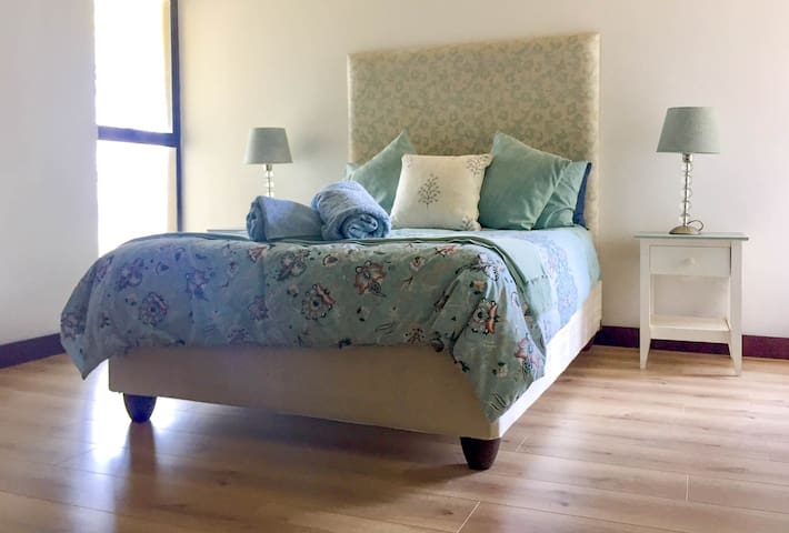 Generous sized double room with sea views from the bed