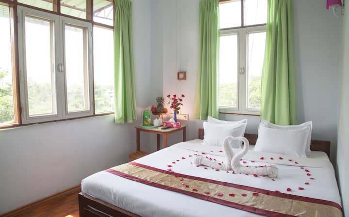 Double room+private bathroom ( Mother Land Inn 2)