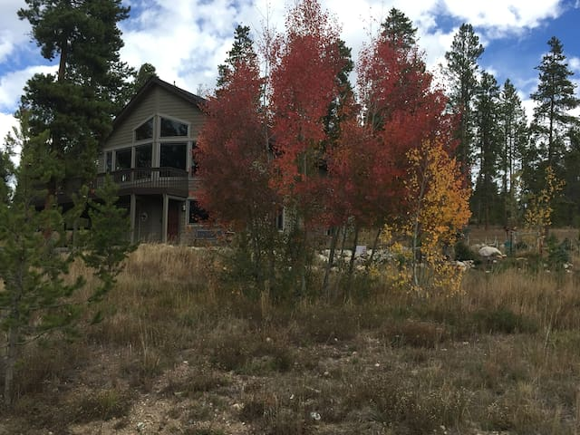 Near Devils Thumb Ranch & Weddings - Fraser - Appartement