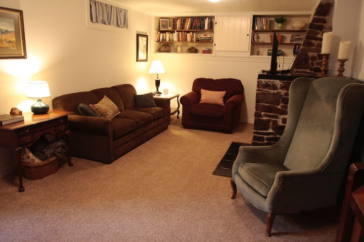 The Grizzly Den — University Area Apartment