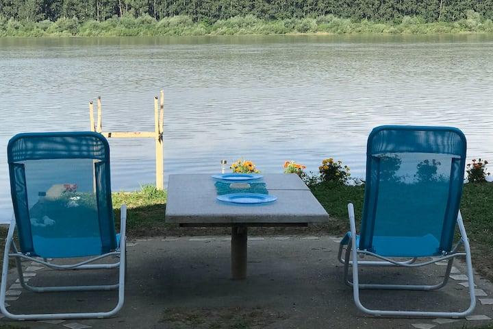 Vikendica na reci