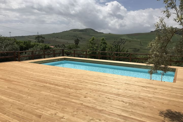 Group accommodation in the center of Sicily with private pool