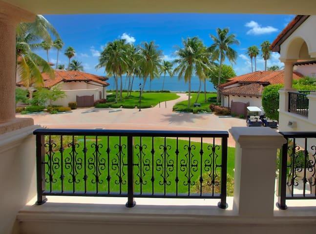 Upscale 2 Bdrm Villa, Fisher Island - Fisher Island - Villa