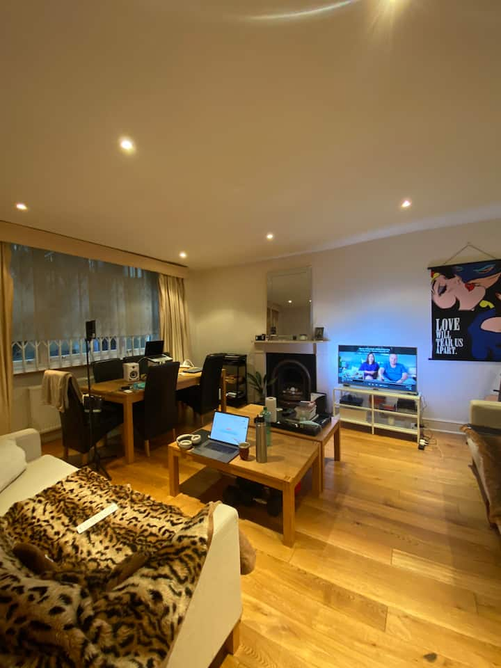 Big flat in Hyde park - best location!