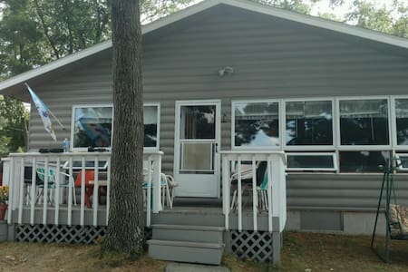 Beautiful lakefront property on Big Star Lake - Baldwin - Zomerhuis/Cottage