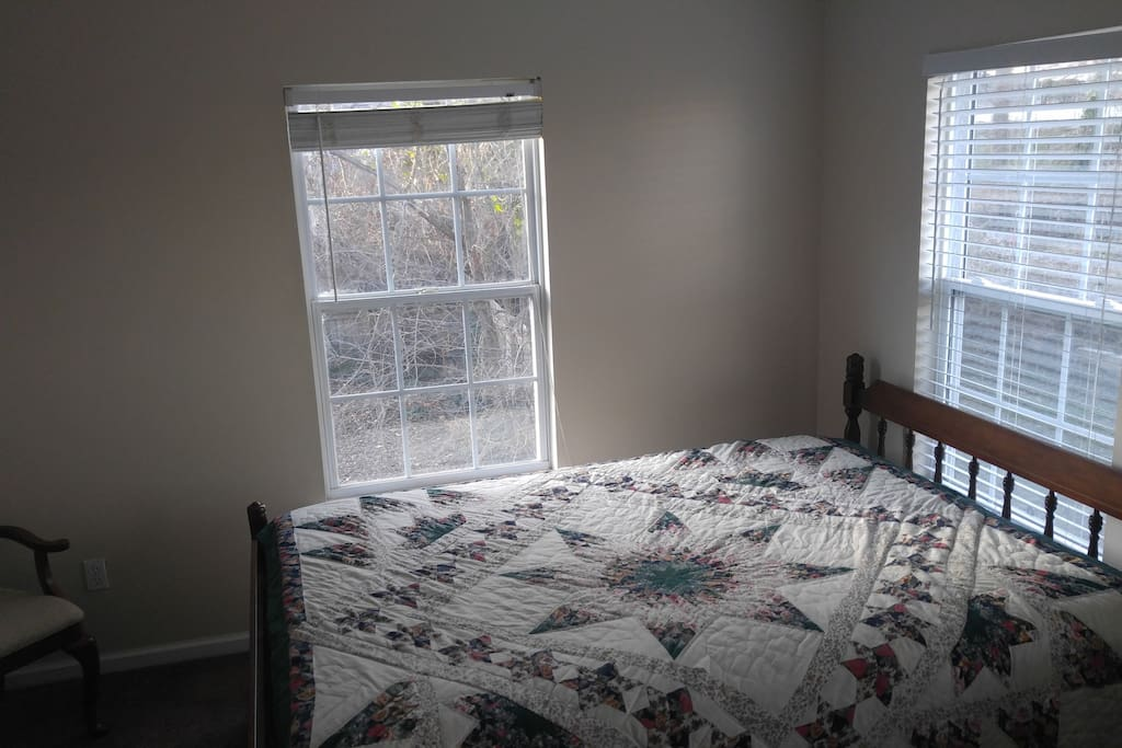Bedroom 3 w Queen bed and small sitting area