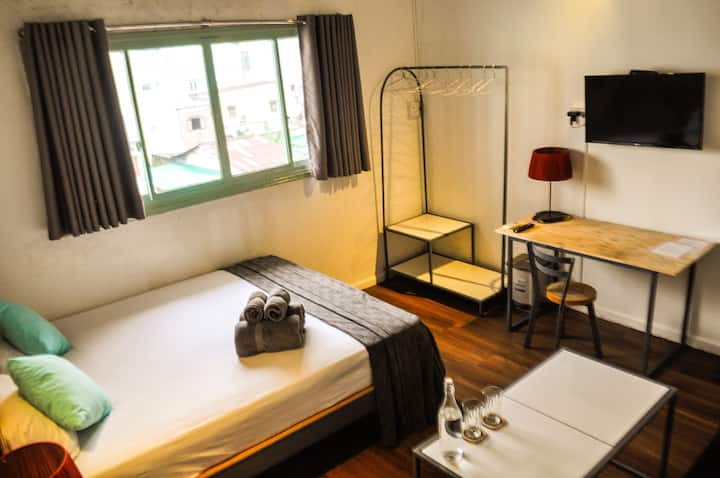 Comfy and Tranquil Room nearby Airport and Center