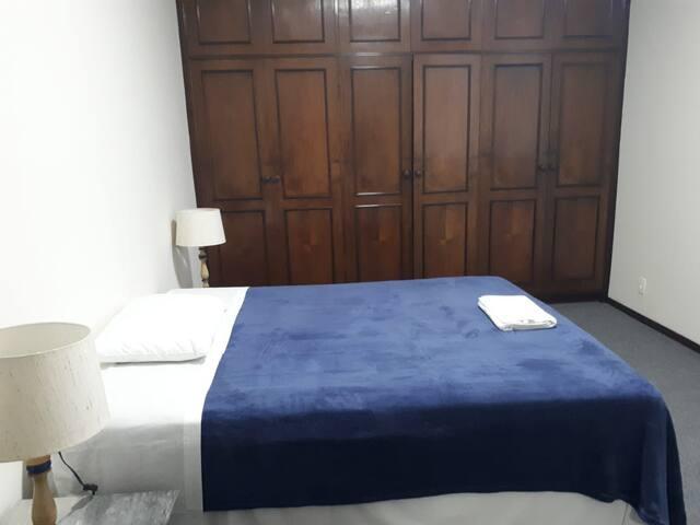 Suite 4 - Vista lateral da praia (cama queen)