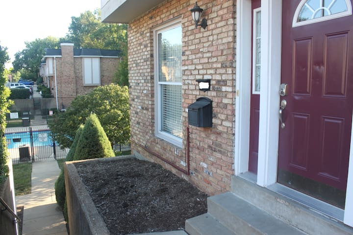 Townhouse aside pool with 3 bedroom 2.5 bathroom - Creve Coeur - Stadswoning