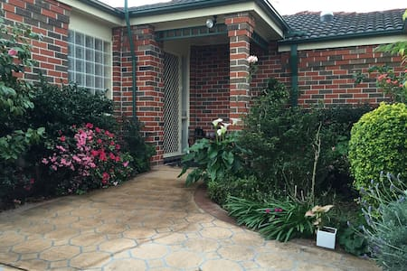 Lovely home, Central location - New Lambton - Villa