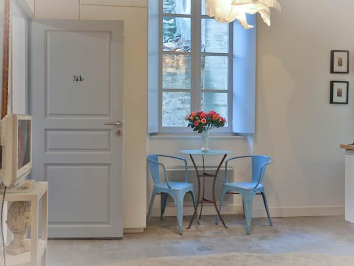 Tuile-Apartment-Apartment-Ensuite with Shower