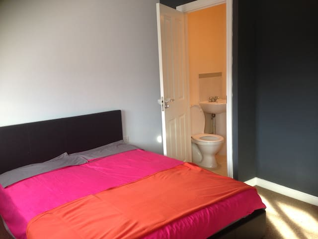 Spacious Large double room - Nuneaton - Hus