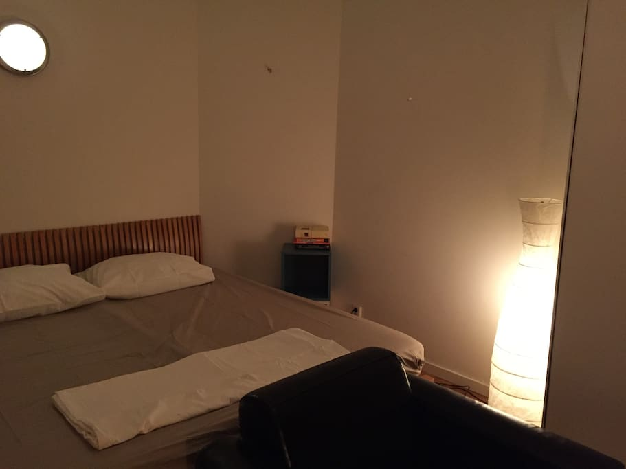 Room 03 - bed