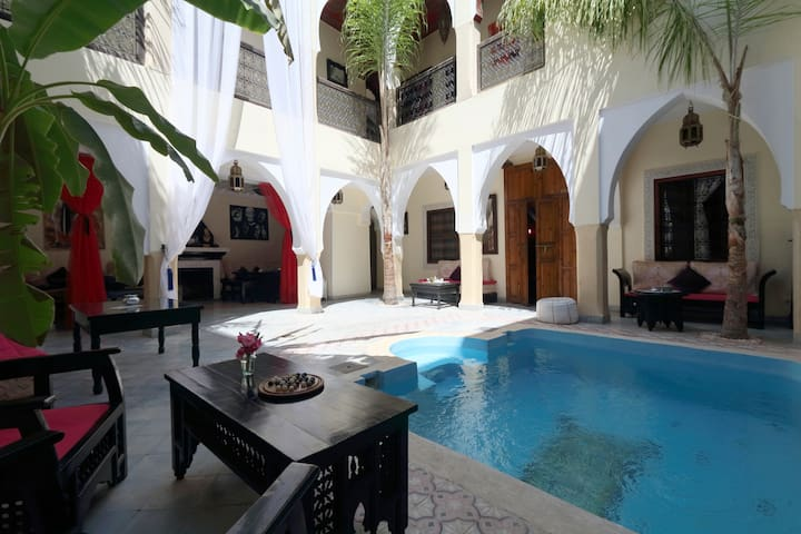 Riad Libitibito chambre privée 2 piscines et wifi.