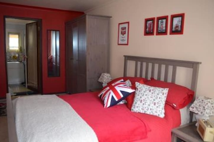 Nr city,beach,train,private room in Perth/Daglish - Daglish - Huis